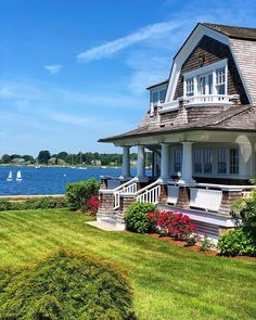 New England Cottage, New England Style, New England Homes, Maine Beaches, England Beaches, Cottage House Plans, Cottage Homes, Kennebunkport Maine, Beach Cottages