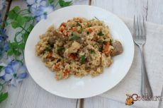 Рис с мясом и цветной капустой (в мультиварке) Простое и сытное блюдо для будничного обеда или ужина, приготовленное в мультиварке. Рис с мясом и цветной капустой получается очень вкусным и ароматным, понравится как детям, так взрослым. К этому блюду дополнительно можно подать салат из свежих помидоров или маринованные овощи.