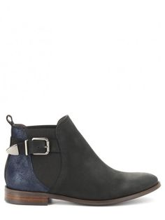 boots anda 100€ San marina
