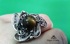 Silver filigree ring with tigar eye.