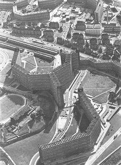 1978 image: sheffield flats, park hill & hyde park by peter tuffrey James Stirling, Council Estate, Sheffield England, Social Housing, South Yorkshire, Sense Of Place, Derbyshire, Hyde Park, Brutalist