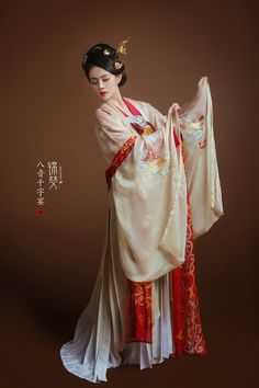 Chinese Clothing Traditional, Chinese Wedding Dress Traditional, Chinese Style, Traditional Dresses, Asian Photography, Middle Eastern Fashion, Folk Costume, Chinese Culture, Hanfu