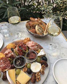 Think Food, Love Food, Food N, Food And Drink, Drink Wine, Vegan Food, Food Platters, Aesthetic Food, Food Inspiration
