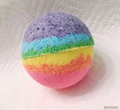 These DIY Lush-inspired Bath Bombs are super easy to make. Customize your with essential oils, colors and shapes. This rainbow bath bomb is my favorite! Activities For Girls, Crafts For Boys, Teen Crafts, Summer Activities, Outdoor Activities, Rainbow Bath Bomb, Bath Boms, Making Essential Oils, Bath Bomb Recipes