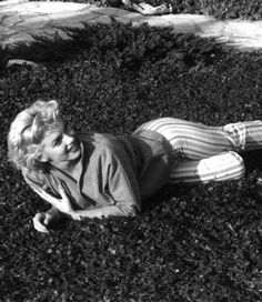 Marilyn Monroe pictured during a photo session with Ted Baron, Marilyn Moroe, Marilyn Monroe Life, Meaningful Pictures, Ella Fitzgerald, Rare Images, Cinema, Norma Jeane, Old Hollywood, Black And White Photography