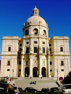 Panteão Nacional - Igreja de Santa Engrácia - Lisboa A designação de Panteão Nacional em Portugal é partilhada por dois monumentos: a Igreja de Santa Engrácia, em Lisboa; o Mosteiro de Santa Cruz, em Coimbra.