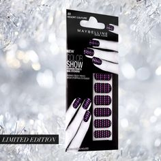 Party-perfect holiday nails.