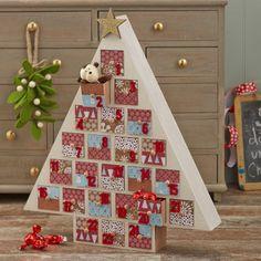 How to make a tree advent calendar Christmas Tree Advent Calendar, Wooden Advent Calendar, Wooden Christmas Trees, Printable Christmas Cards, Advent Calendar Activities, Advent Calenders, Kids Calendar, Calendar Ideas, Easy Christmas Crafts