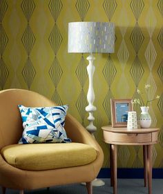 TBT: Retro Wallpaper. The lamp Doesn't fit.