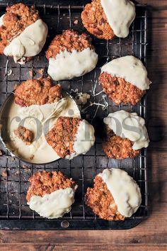 Pin rolletjies koekdeeg kan ook vir tot drie maande in die vrieskas gehou word, reg om in sirkels gesny te word vir die bakslag. Boonop sal die rolletjies deeg verveelde vakansiekinders ook 'n goeie rukkie besig hou. South African Recipes, Biscuit Cookies, Dessert Recipes, Desserts, Cookie Bars, Yummy Food, Meet, Treats, Baking