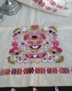"""#türkişi#antepişi #nakış #broderie #embroidery #embroidered#stitch #embroideryfloss #embroideryhoop #lace#crochet#etamin#stitch#antiques…"""