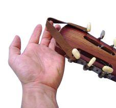 Couro para pendurar violão.