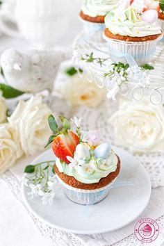 Easter lemon cupcakes - wielkanocne babeczki cytrynowe z kremem Mini Cupcakes, Cupcake Cakes, Cake Decorating, Decorating Ideas, Amazing Cakes, Easter Eggs, Cheesecake, Sweets, Cooking