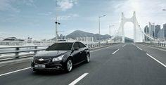 한국지엠주식회사(이하 한국지엠)가 글로벌 베스트셀링카 쉐보레 크루즈(Chevrolet Cruze)에 새로운 디자인 패키지를 적용하고 동급 최고 수준의 안전사양을 탑재, 상품성을 대폭 강화한 '스타일 패키지'를 14일부터 본격 판매함