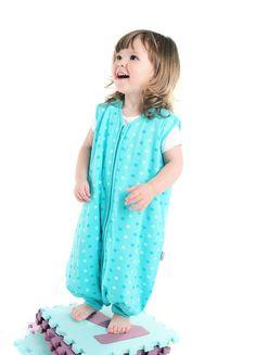 Schlummersack Schlafsack mit Füßen im Design Teal Stars - eine tolle Alternative zu blau oder pink und somit für Mädchen und Jungs geeignet.