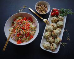 Små kyllingefrikadeller med fennikelfrø & saftig fennikelsalat med tomat og lakrids
