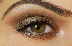 Für den #Herbsttyp #Farbbberatung #Stilberatung #Farbenreich mit www.farben-reich.com Bobbi Brown Burnt Sugar Eyeshadow look with Miss Natty's Beauty Diary