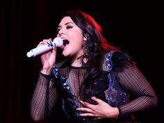 """Escencial"""" Por: Oliva Ramírez 3:08 p.m. EDT marzo 31, 2014  (Foto: Cortesía) PUBLICAR TWEET COMENTARIOS ENVIAR MÁS INFORMACIÓN En el cierre de su gira """"Lo Esencial"""", Yuridia recordó a Selena en su aniversario luctuoso número 19, interpretando en su show """"Carcacha"""" y """"Amor Prohibido"""", dos de sus éxitos.  Selena es uno de sus grandes ídolos y no podía dejar de recordarla en el magno escenario del Auditorio Nacional, con un pequeño homenaje al que se unió el público con un gran ovación.  Tan…"""