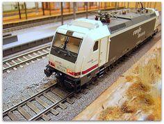 Locomotora eléctrica 253 RENFE. Escala H0.