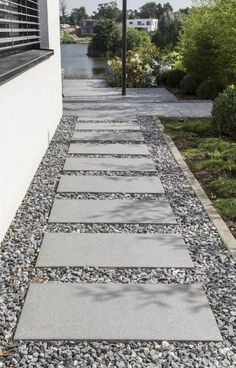 Phenomenal 13 Best DIY Walkway Design For Beautiful Garden Landscaping Ideas You need to apply the DIY garden path design to your home garden. This garden path can be something beautiful to design a garden in your yard. Sidewalk Landscaping, Side Yard Landscaping, Landscaping With Rocks, Landscaping Ideas, Walkway Ideas, Path Ideas, Shade Landscaping, Diy Garden, Garden Paths
