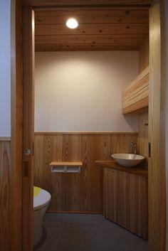 Japanese Modern, Japanese House, Japan House Design, Modern Toilet, Toilet Design, Stairs, Homes, Bathroom, Interior