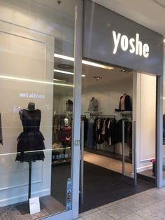 KRAKOW LOCAL FASHION, YOSHE http://www.monasdailystyle.com/2016/10/07/krakow-local-fashion-yoshe/