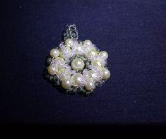 Zöld gyöngymedál 1500 Ft, virágra emlékeztető formával #2 Handmade, medal, pearl Brooch, Handmade, Jewelry, Fashion, Moda, Hand Made, Jewlery, Jewerly, Fashion Styles