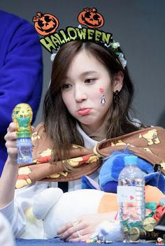 Mina really stole the show imo twice, Twice โคตรน่ารักเลยอ่ะ. Nayeon, Kpop Girl Groups, Kpop Girls, Twice Mv, Pout Face, Euna Kim, Twice Songs, Twice Fanart, Sana Momo