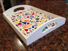 Glass Mosaic Tray -- this would be cute with Fiesta plates from the flea market Mosaic Artwork, Mosaic Wall Art, Mosaic Designs, Mosaic Patterns, Stone Mosaic, Mosaic Glass, Mosaic Flower Pots, Mosaic Pots, Mosaic Tray
