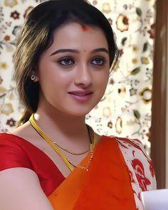 Cute Beauty, Beauty Full Girl, Beauty Women, Beautiful Girl Indian, Beautiful Girl Image, Beautiful Ladies, Madhuri Dixit Saree, Beautiful Housewife, Indian Wedding Photography Poses