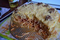 Spaghetti and Meatball Pie http://wygrywamzanoreksja.pl/jemy-i-pijemy/robimy-porn-foody-styczen-2014-spaghetti-and-meatball-pie/