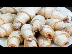 Se topesc în gură! Iată rețeta celor mai delicioase cornulețe cu gem! | SavurosTV - YouTube Croissants, Food Wishes, Choux Pastry, Cupcakes, Cake Recipes, Sausage, Biscuits, Food And Drink, Favorite Recipes