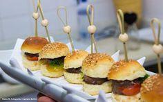 Mini hamburguinho com carne caseira. #LanchinhodaMeiaNoite #Wedding #CaptainsBuffet #Buzios