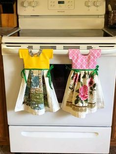 Dish Towels, Hand Towels, Tea Towels, Towel Crafts, Diy Crafts, Kitchen Towels Hanging, Towel Dress, Burlap Curtains, Diy Apartment Decor