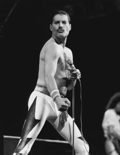 Freddie Mercury Death: 100 Rare Pics Of The Queen Frontman On The 25th Anniversary Of His Death | HuffPost UK