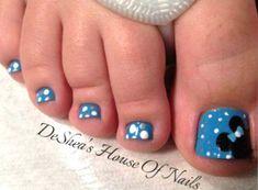 decoraciones para unas de pies mickey mouse Cute Pedicures, Cute Mickey Mouse, Toe Nail Designs, Disney Tips, Beautiful Nail Designs, Diy Nails, Beauty Hacks, Nail Art, Fancy