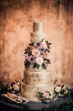 Featured Photographer: AGI Studio; wedding cake idea #weddingcakes