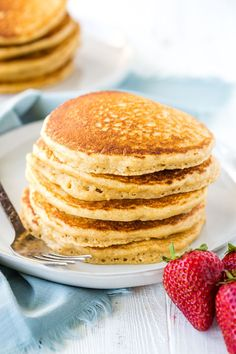 Easy whole wheat pancakes that are made with a whole wheat flour. and turn out light and fluffy! Whole Wheat Flour Pancakes, Pancakes No Milk, Pancakes Easy, Recipe For Whole Wheat Pancakes, Light And Fluffy Pancakes, Breakfast Recipes, Cooking Recipes, Healthy Recipes, Good Food