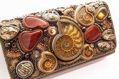 Tatiana Konstantinova (finist) is very talented bead artist from Ukraina. She makes beautiful stylish jewelry Old Jewelry, Bead Jewellery, Stylish Jewelry, Beaded Jewelry, Fine Jewelry, Handmade Jewelry, Beaded Clutch, Beaded Purses, Beaded Bags