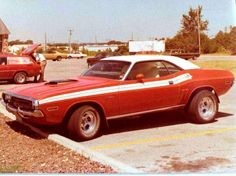 cars Well optioned 71 Challenger R/T. Any E-Body with a shaker is going to get my attention. Plymouth Muscle Cars, Dodge Muscle Cars, 70s Cars, Drag Cars, Dodge Challenger, American Muscle Cars, Classic Cars, Classic Auto, Hot Rods