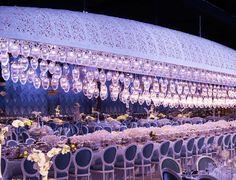 Centros de mesa para boda en jardin con flores blancas en cascada