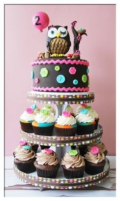 I love these tiers for Oliver's 1st Birthday. The top could be his cake that he eats and then everyone else gets cupcakes.