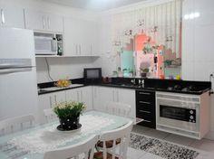 Decoração // Cozinha // Grande // Cores: Branco e Preto // Linda!