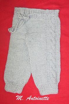 TRICÔ MANUAL COM RECEITAS: CALÇA PARA BEBÊS COM TRANÇAS LATERAIS Knitting For Kids, Baby Knitting, Twin Boys, Baby Pants, Lace Shorts, Knit Crochet, Wool, Sewing, Pattern