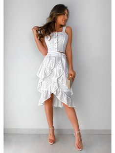 Floor length for the bride. Saia Laise Bianca Off Elegant Dresses, Sexy Dresses, Short Dresses, Fashion Dresses, Star Fashion, Boho Fashion, Fashion Looks, Womens Fashion, Paris Fashion