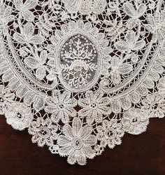 Antique Brussels Duchesse and Point de Gaze Ivory Lace Collar and Matching Cuffs