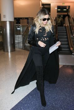 Khloe Kardashian Photos Photos - Khloe Kardashian Is Seen at LAX - Zimbio