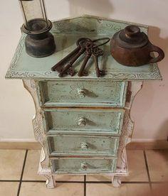"""Restyling di una cassettiera/mobiletto """"Dorothy"""" Shabby Chic Vicky Interiors"""