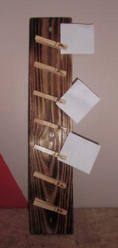 Klemmbrett aus Palettenholz mit Wäscheklammern für die gesamte Woche