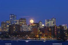 Creative Photo Adventures: #Boston Full Worm Moon Skyline #Photography >>> http://blog.juergenrothphotography.com/2017/03/creative-photo-adventures-boston-full.html